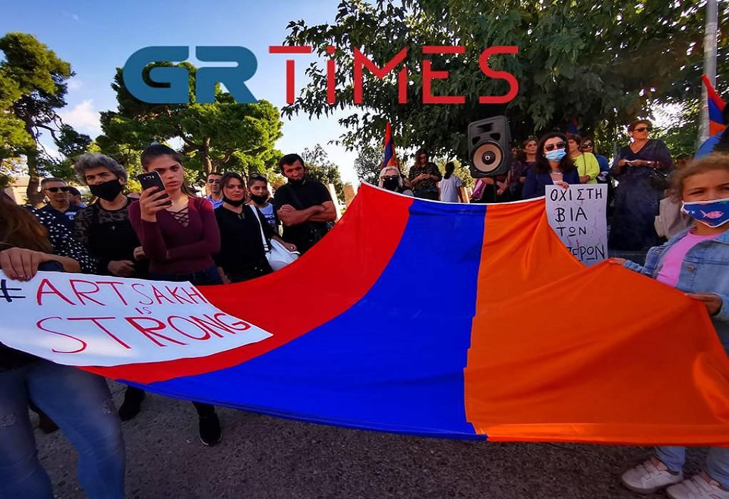 Θεσσαλονίκη: Καθιστική διαμαρτυρία Αρμενίων στην Πλατεία Αριστοτέλους