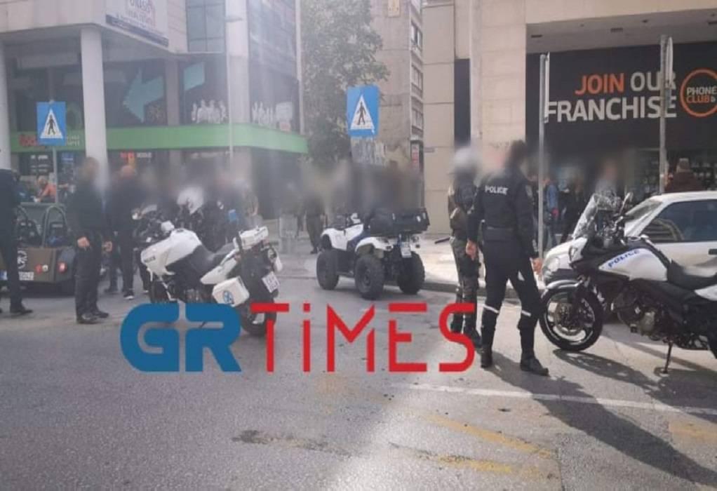 Θεσ/νίκη: Αστυνομικά μπλόκα στις αυτοσχέδιες παρελάσεις (ΦΩΤΟ-VIDEO)