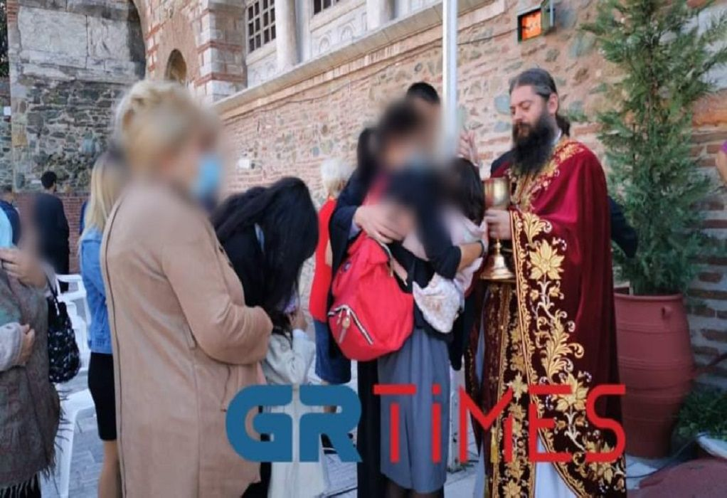 Αγ. Δημήτριος: Βγήκε η Θεία Κοινωνία στο… προαύλιο (ΦΩΤΟ-VIDEO), φωτογραφία-1