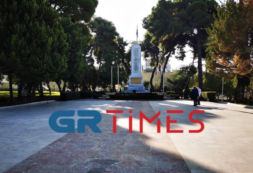 Θεσσσαλονίκη: Κατάθεση στεφάνων στο Γ' ΣΣ (LIVE)