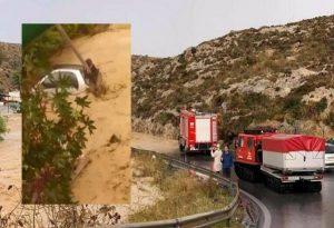 Ηράκλειο: Σκαρφάλωσε στο στύλο της ΔΕΗ λόγω πλημμύρας