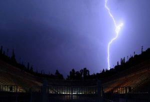 Ισχυρή καταιγίδα στην Αττική από τα ξημερώματα