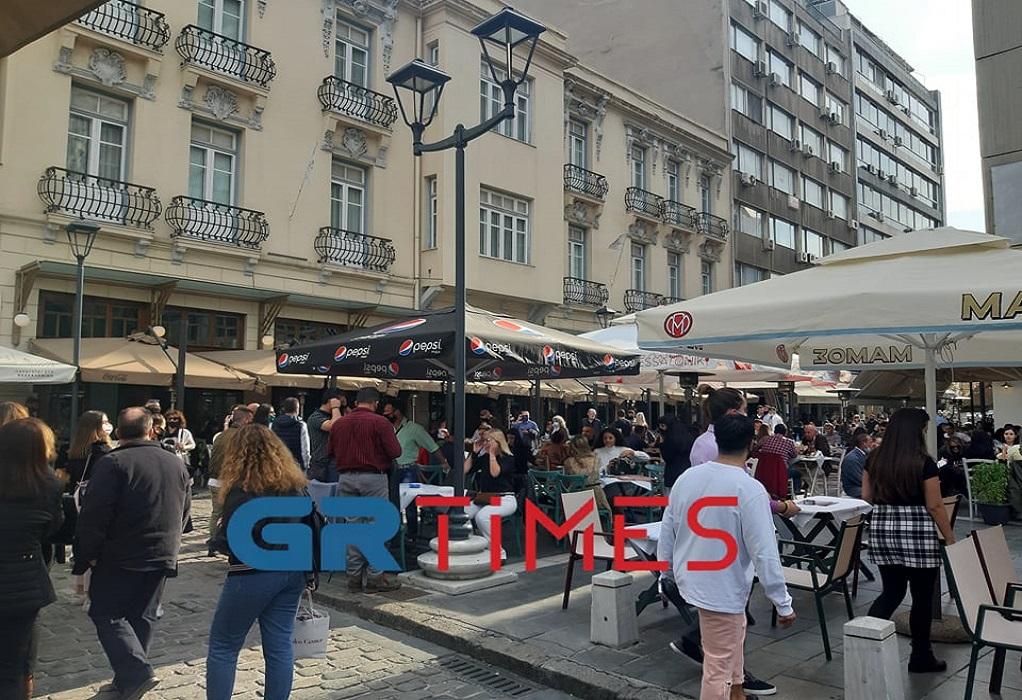 Με τσίπουρα και καφέδες η 28η Οκτωβρίου στη Θεσσαλονίκη (ΦΩΤΟ)