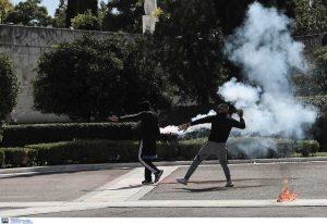 Ένταση και μολότοφ στο μαθητικό συλλαλητήριο της Αθήνας