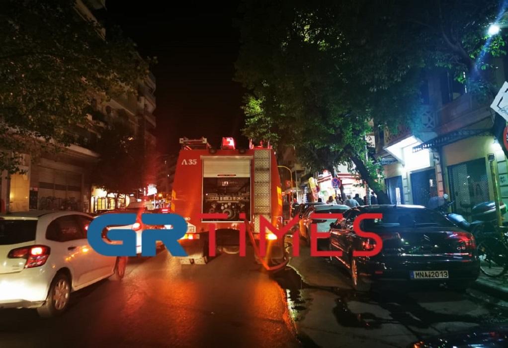 Θεσ/νίκη: Άστεγος έβαλε φωτιά σε άδειο κατάστημα – Προσήχθη από την ΕΛΑΣ