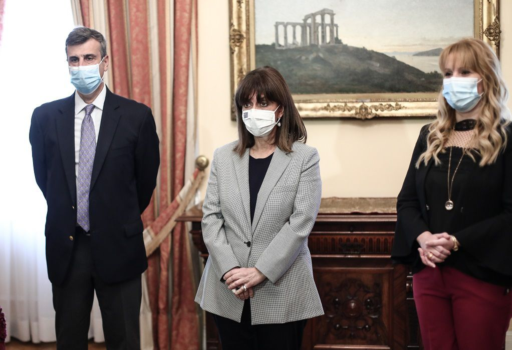 ΠτΔ: Εμβολιάστηκε κατά του ιού της γρίπης και του πνευμονιόκοκκου
