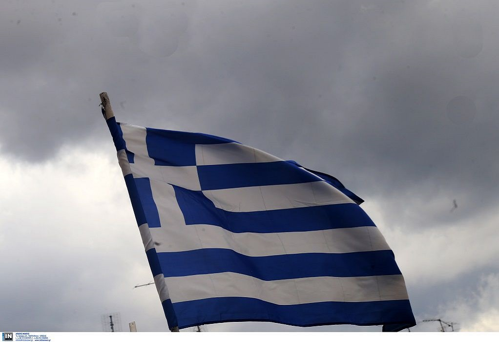 Δ. Αλεξανδρούπολης: Μοιράζει σημαίες για τα μπαλκόνια