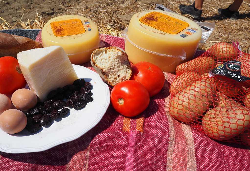 ΕΑΣ Νάξου: Κορυφαία ελληνικά τυριά στο τραπέζι, κατσικάκι και «καλόγνωμη» πατάτα