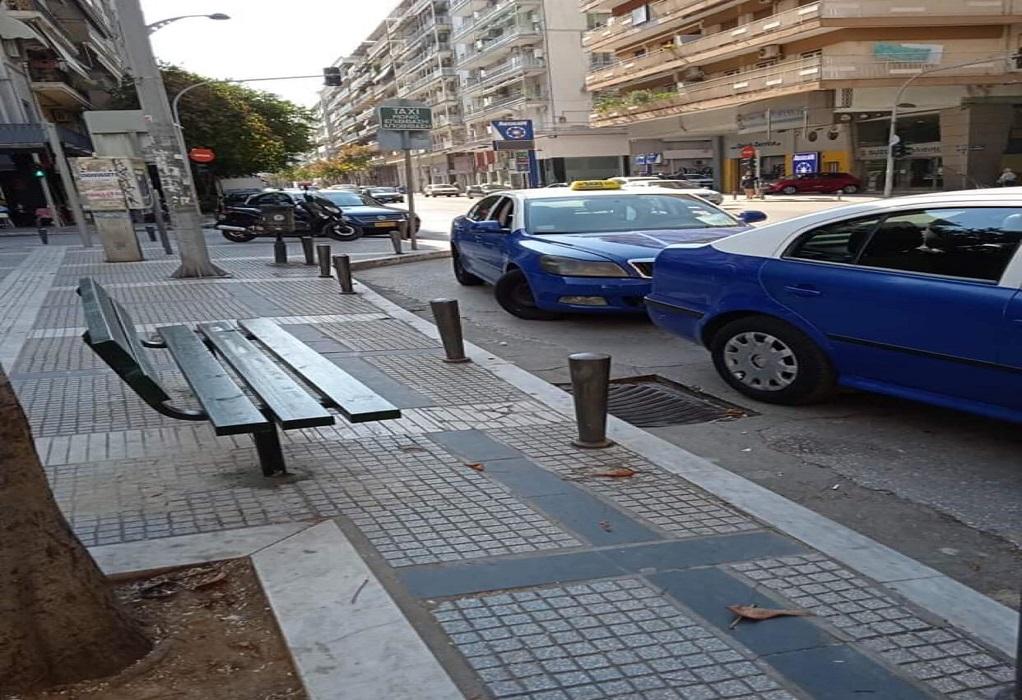 Θεσσαλονίκη: Τοποθετούνται παγκάκια στις πιάτσες των ταξί