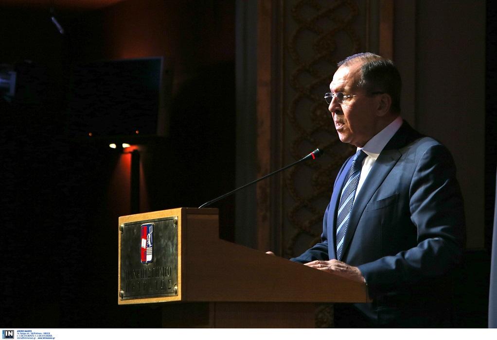 Λαβρόφ: Τα προβλήματα επιλύονται βάσει του διεθνούς δικαίου