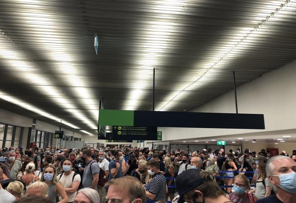 Ρόδος: Χάος και συνωστισμός στο αεροδρόμιο του νησιού (ΦΩΤΟ – VIDEO)