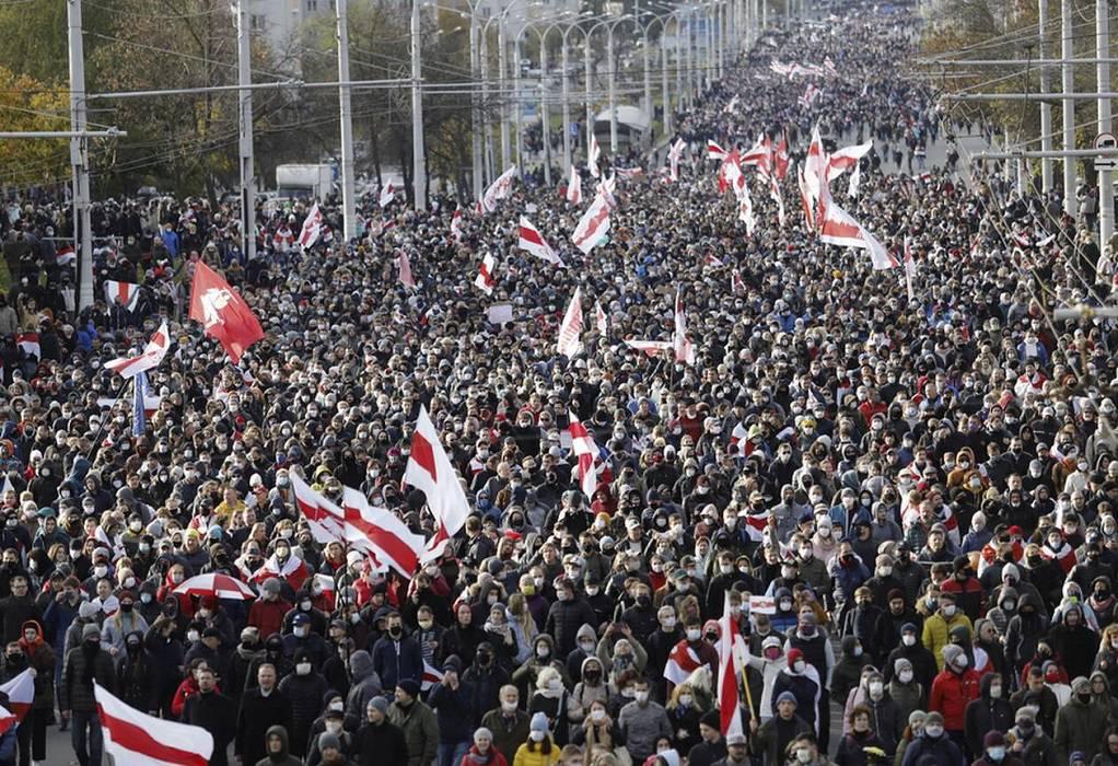 Λευκορωσία: 50.000 διαδηλωτές ζητούν την παραίτηση Λουκασένκο (VIDEO)