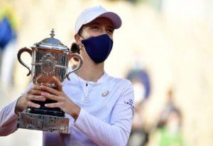 Η 19χρονη Ίνγκα Σβιάτεκ κατέκτησε το Ρολάν Γκαρός