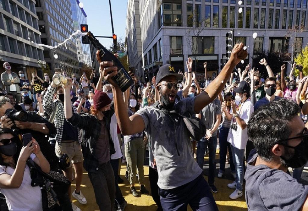 Στους δρόμους χιλιάδες Αμερικανοί για τη νίκη του Μπάιντεν (LIVE)