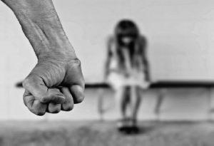 Ε.Κ.Κ.Α.: Υποστήριξη σε θύματα βίας μέσω τηλεφωνικών γραμμών «197» και «1107»