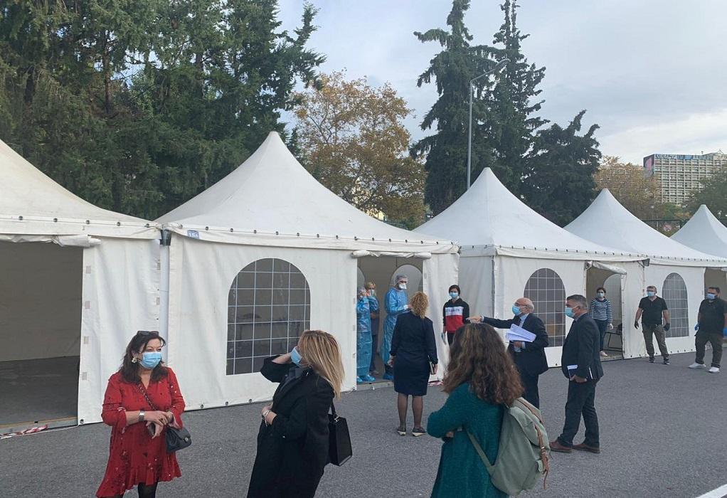 Θεσ/νίκη: Κινητές μονάδες του ΕΟΔΥ έξω από τα εφημερεύοντα νοσοκομεία