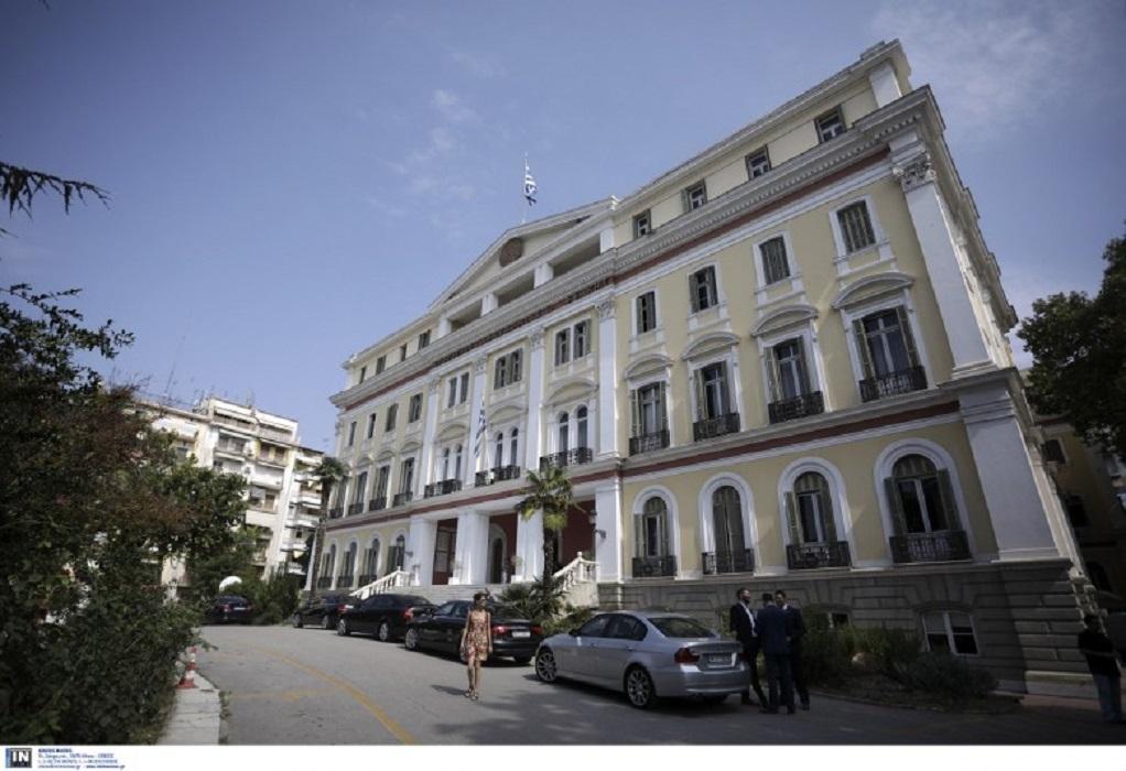 Το νοσηλευτικό προσωπικό που ενισχύει τη Θεσσαλονίκη τιμά ο Καράογλου