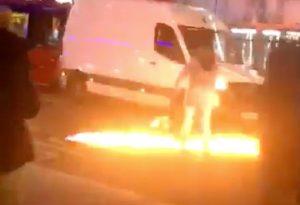 Αυτοκίνητο έπεσε σε αστυνομικό τμήμα στο Λονδίνο (VIDEO)