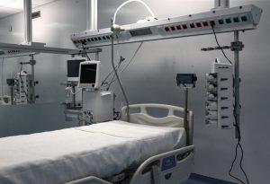 Κορωνοϊός: Ρεκόρ εισαγωγών στα νοσοκομεία – Επιπλέον 70 ΜΕΘ για ασθενείς