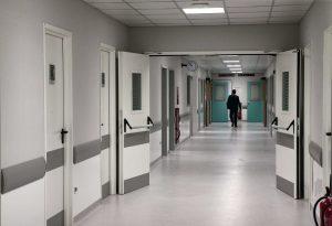 Covid-19: Επιστροφή στο νοσοκομείο για έναν στους 10 ασθενείς
