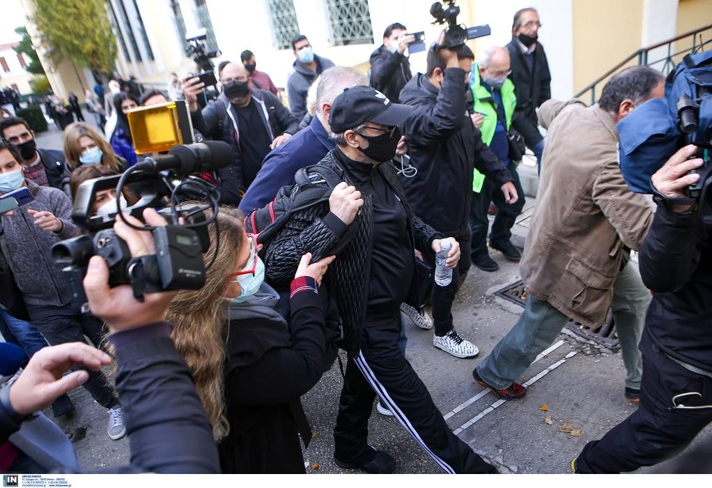 Στα δικαστήρια της Ευελπίδων ο Σφακιανάκης: «Είμαι εγκληματίας» (VIDEO)