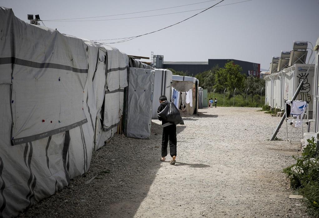 Κορωνοϊός: Πέθανε 27χρονη μητέρα τριών παιδιών στο καμπ της Ριτσώνας