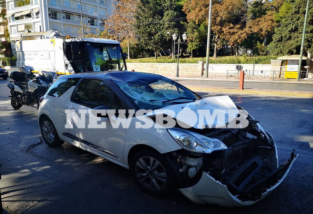 Αθήνα: IX συγκρούστηκε με μηχανή της ΕΛΑΣ – Δύο τραυματίες