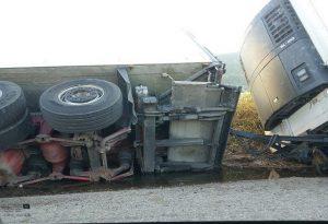 Εξετράπη φορτηγό που μετέφερε ζώα στην Ε.Ο Θεσσαλονίκης-Σερρών