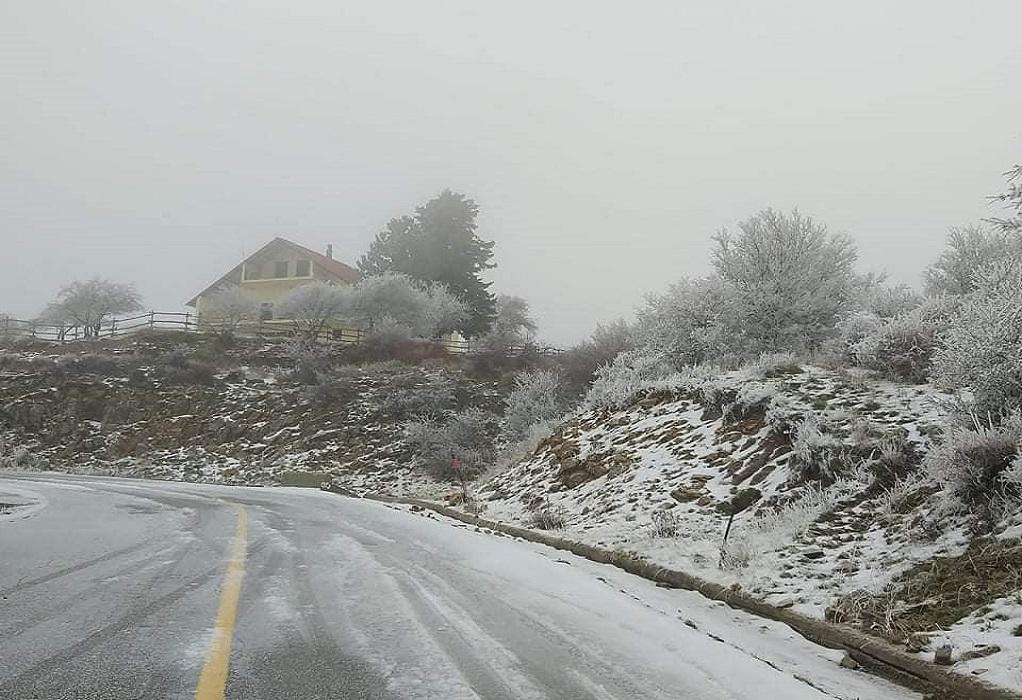 Έπεσαν τα πρώτα χιόνια στον Κίσσαβο (ΦΩΤΟ)