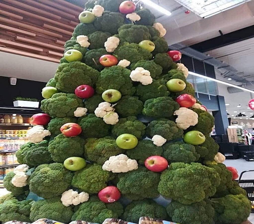 Χριστούγεννα: Το εντυπωσιακό δέντρο οπωροκηπευτικών… made in England!