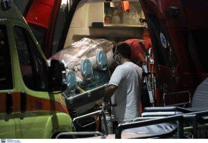 Κορωνοϊός: Έφτασαν στην Αθήνα οι διασωληνωμένοι ασθενείς από τη Β. Ελλάδα