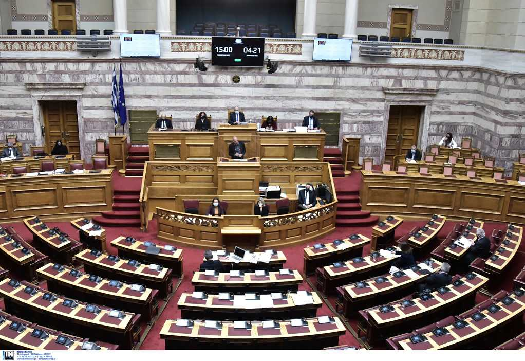 Βουλή: Σε υψηλούς τόνους η αντιπαράθεση για την «Ολοκληρωμένη θαλάσσια και νησιωτική πολιτική»