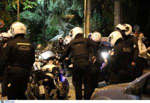 Σεπόλια: Καρέ-καρέ η σύλληψη φοιτητή έξω από το σπίτι του