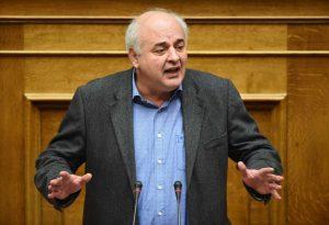 Ακραίες εκφράσεις στη Βουλή – Καραθανασόπουλος: «Η πολιτική μ…..α και η ανοησία έχουν τα όριά τους»