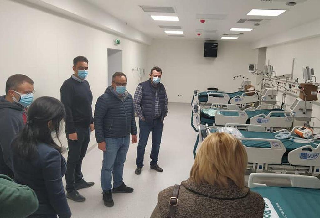 Επίσκεψη Κοντοζαμάνη στη νέα ΜΕΘ του Νοσοκομείου της Νίκαιας (ΦΩΤΟ)