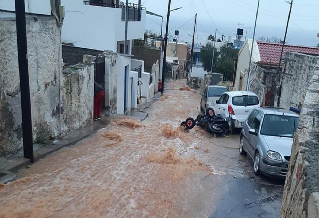 Σαρώνει η κακοκαιρία στην Κρήτη (ΦΩΤΟ+VIDEO)