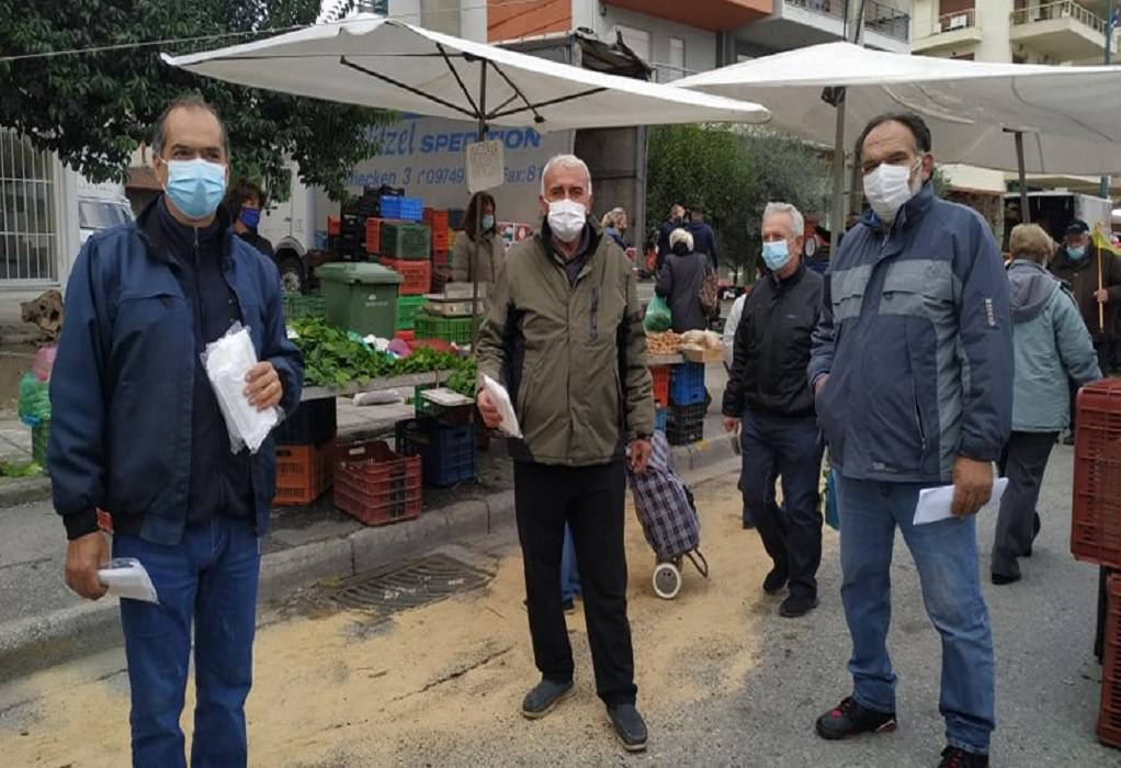 Διανομή μασκών σε πωλητές λαϊκών αγορών