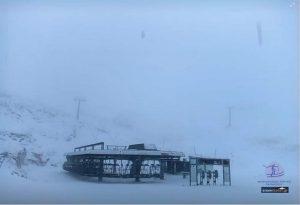Το «έστρωσε» στον Παρνασσό -Στα λευκά το χιονοδρομικό (ΦΩΤΟ)