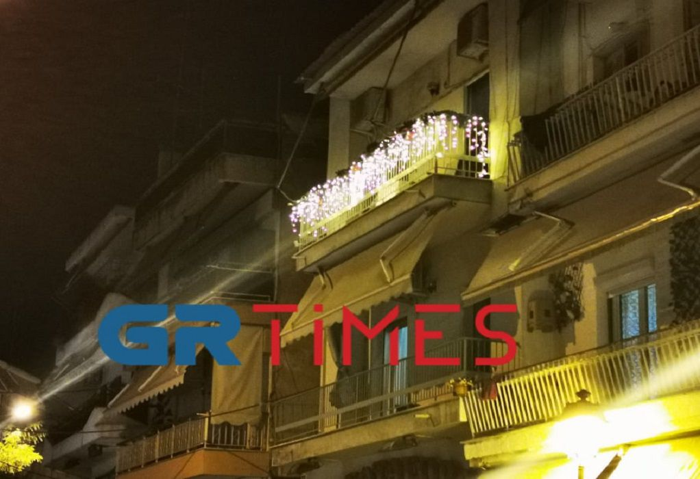"""Θεσσαλονίκη: """"Στολίστηκαν"""" τα πρώτα σπίτια για τα Χριστούγεννα (ΦΩΤΟ-VIDEO)"""