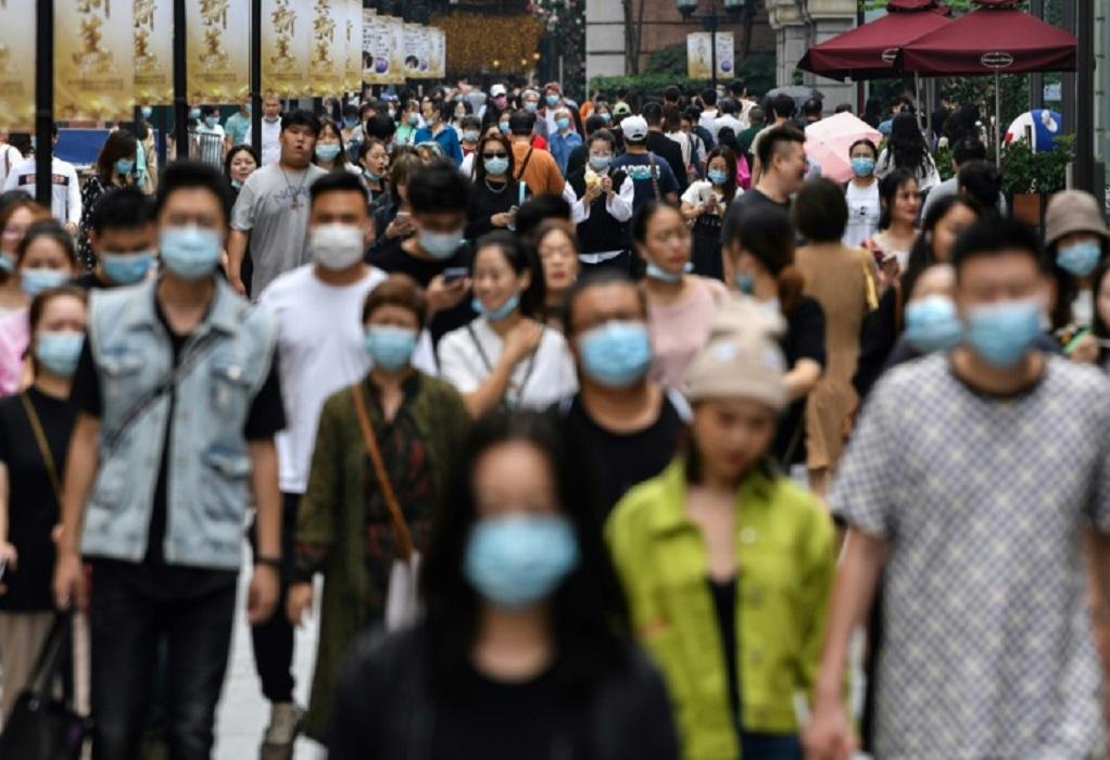 Έλληνας από την Κίνα: Πετάξαμε τις μάσκες – Τέλος τα μέτρα στην χώρα