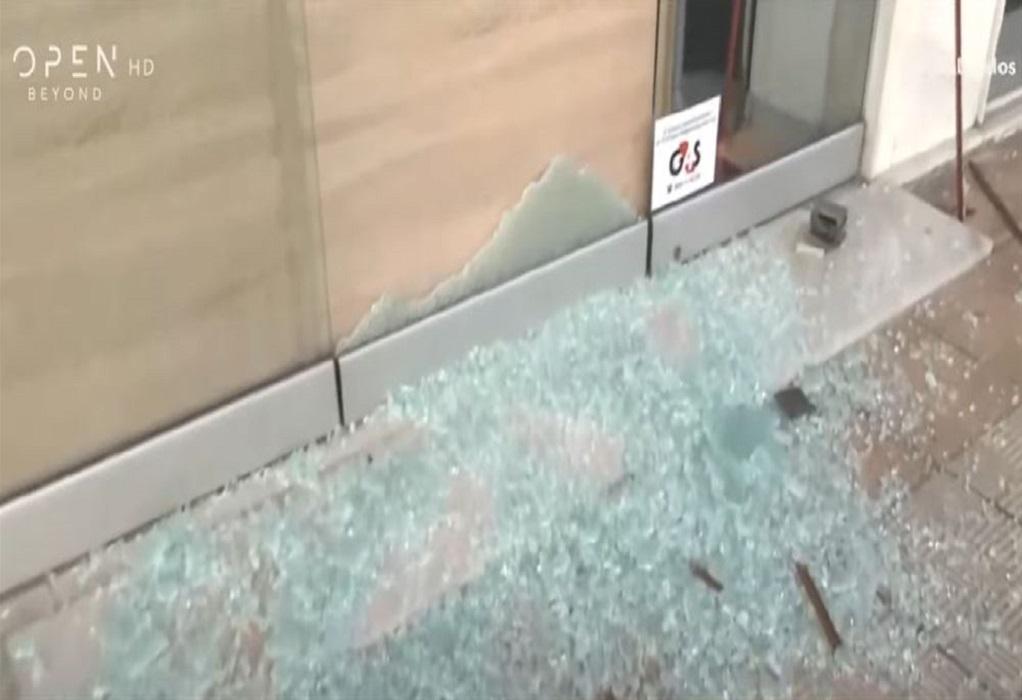 Θεσ/νίκη: Διαρρήκτης έσπασε βιτρίνα με το σώμα του! (VIDEO)