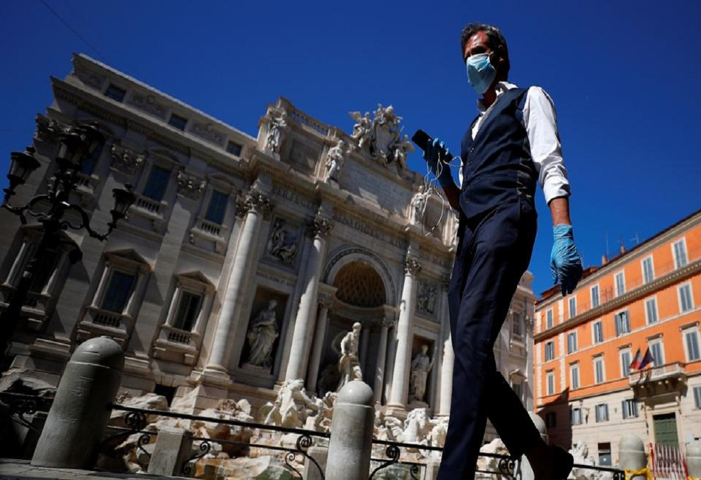 Ιταλία: «Μέσα στο καλοκαίρι θα εμβολιαστούν όλοι»