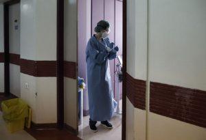 Έρευνα: Μετατραυματικό στρες στον 1 από τους 3 ασθενείς με σοβαρή Covid-19