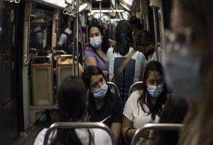 ECDC: Πρέπει να προετοιμαστούμε για το ότι ο ιός «θα παραμείνει ανάμεσά μας»