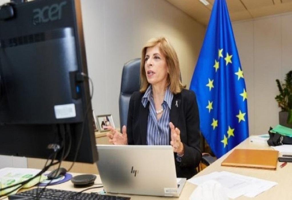 Επίτροπος Υγείας ΕΕ: Προτεραιότητα μας είναι η ασφάλεια των εμβολίων