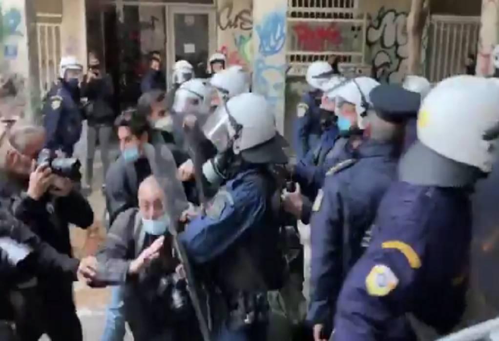 Βία κατά φωτορεπόρτερ από αστυνομικούς