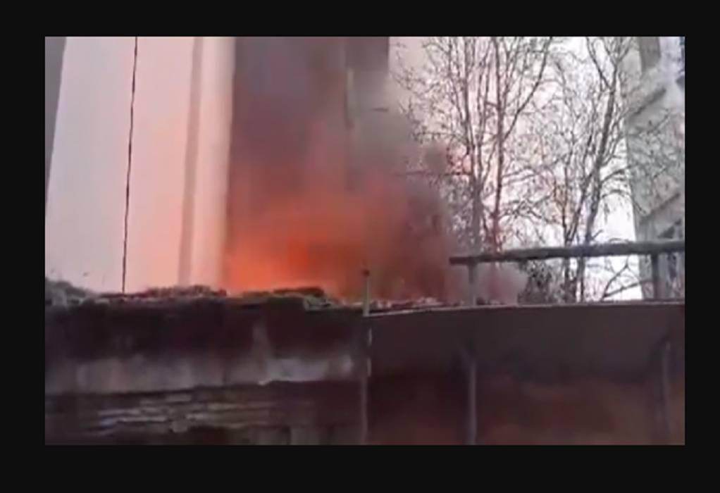Φωτιά σε σπίτι στα Εξάρχεια (VIDEO)