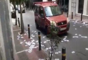 Πέταξαν τρικάκια έξω από το γραφείο της Σοφίας Νικολάου (VIDEO)