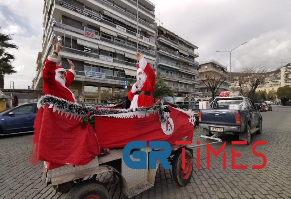 Καβάλα: «Άη Βασίληδες» βόλταραν πάνω σε έλκηθρο στο κέντρο της πόλης (ΦΩΤΟ+VIDEO)