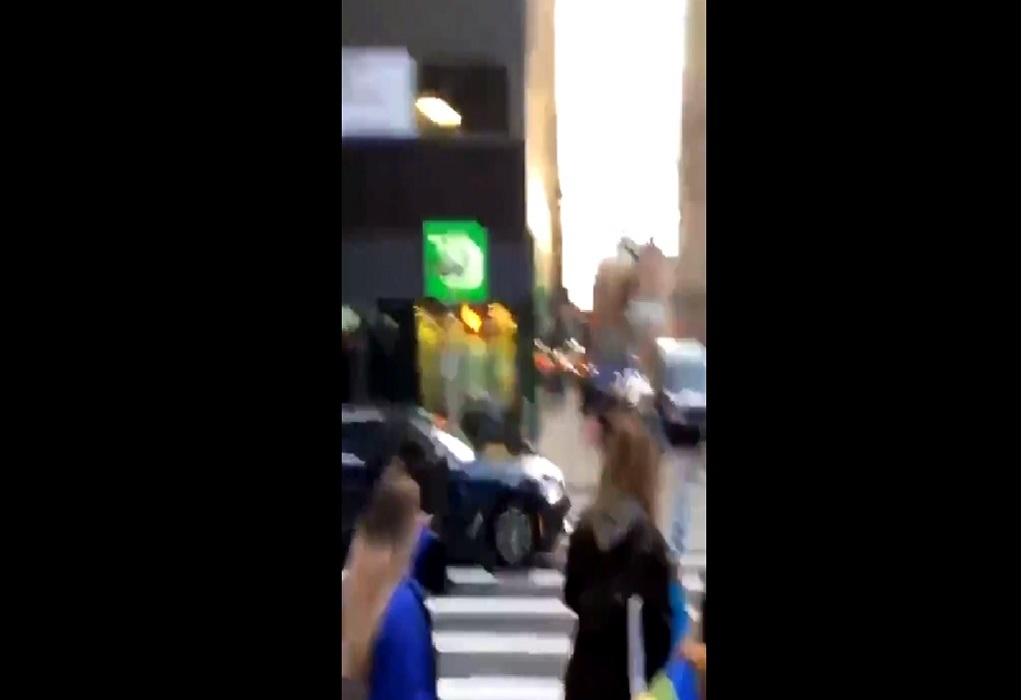 """ΗΠΑ: Αυτοκίνητο έπεσε πάνω διαδηλωτές του """"Black Lives Matter"""" (VIDEO)"""